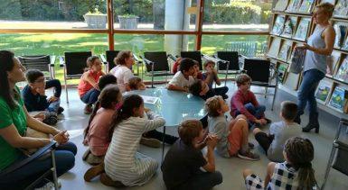 Visite à la médiathèque d'Andernos-les-Bains pour les grande…
